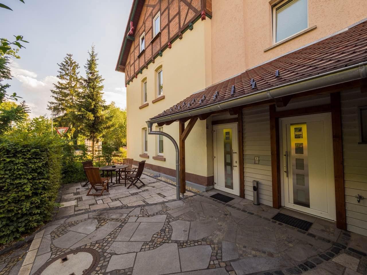 Ferienwohnung (Eingang und Terrasse)